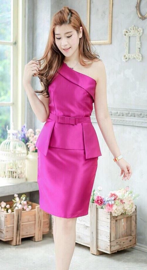 (Size M,L) ชุดไปงานแต่งงาน ชุดไปงานแต่ง เดรสเปิดไหล่บ่าเฉียงสีม่วง ทางร้านใช้ผ้าไหมอย่างดีที่สุด รุ่นนี้ขอแนะนำเลยคะ (แถมเข็มขัด)