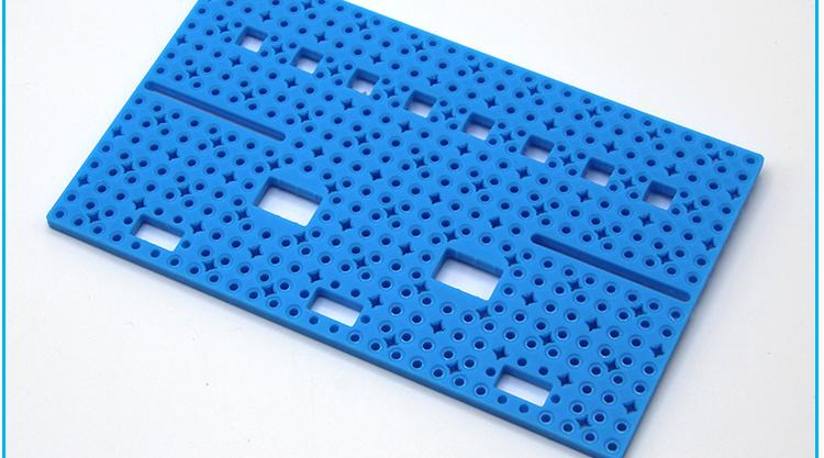 แผ่นพลาสติกเจาะรู ขนาด 85x140mm สีน้ำเงิน