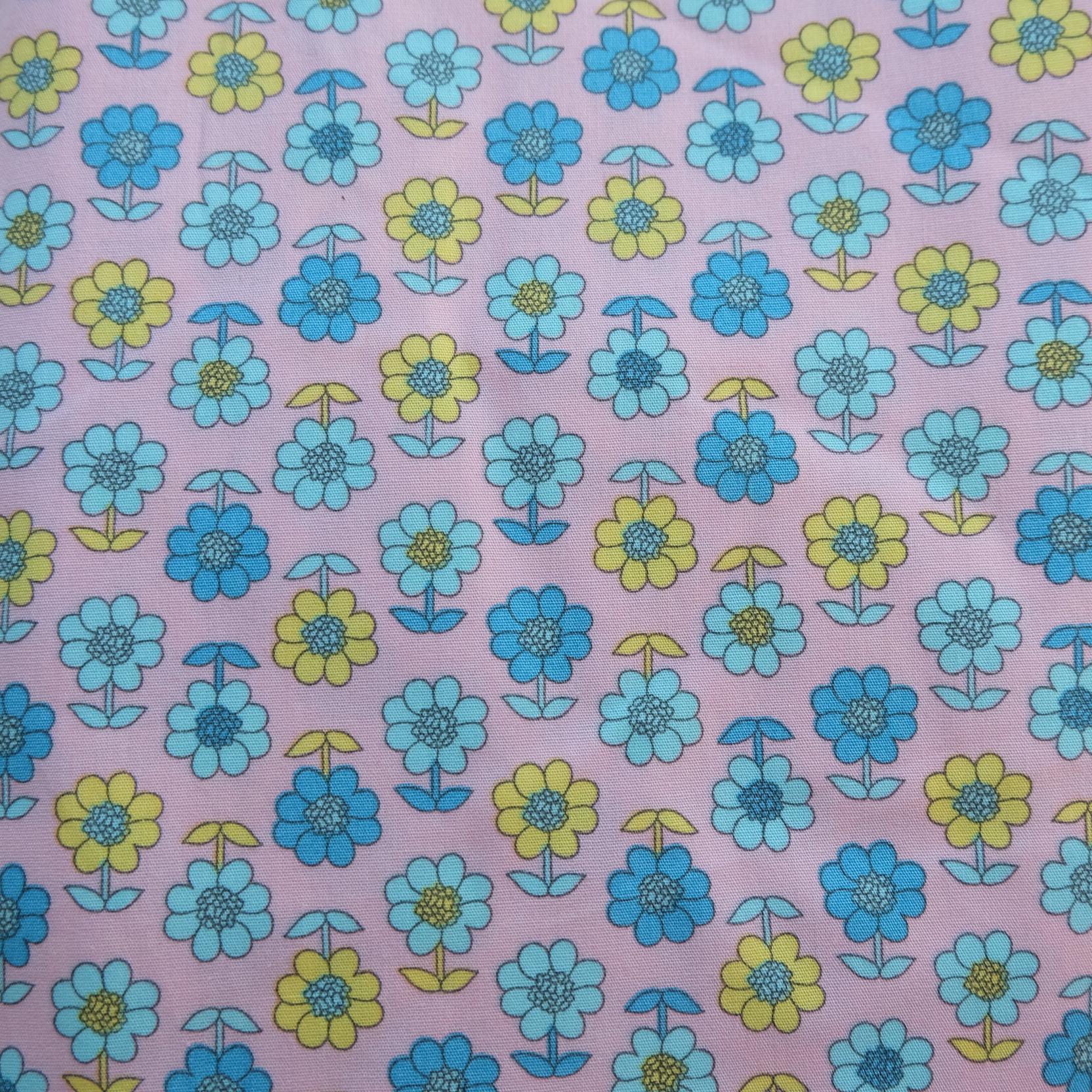 ผ้าคอตตอนไทย 100% ขนาด 1/4ม. (50x55ซม.) พื้นสีชมพู ลายดอกไม้