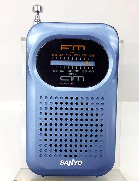 วิทยุเล็กแบบพกพา SANYO รุ่น RP-63 สีน้ำเงิน