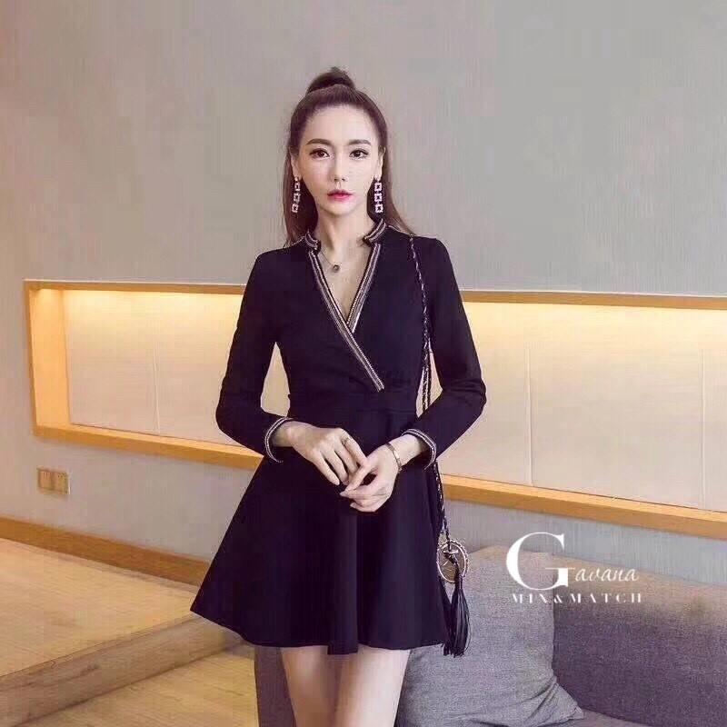 เดรสเกาหลี พร้อมส่ง Mini dress คอวีแต่งขอบทอง