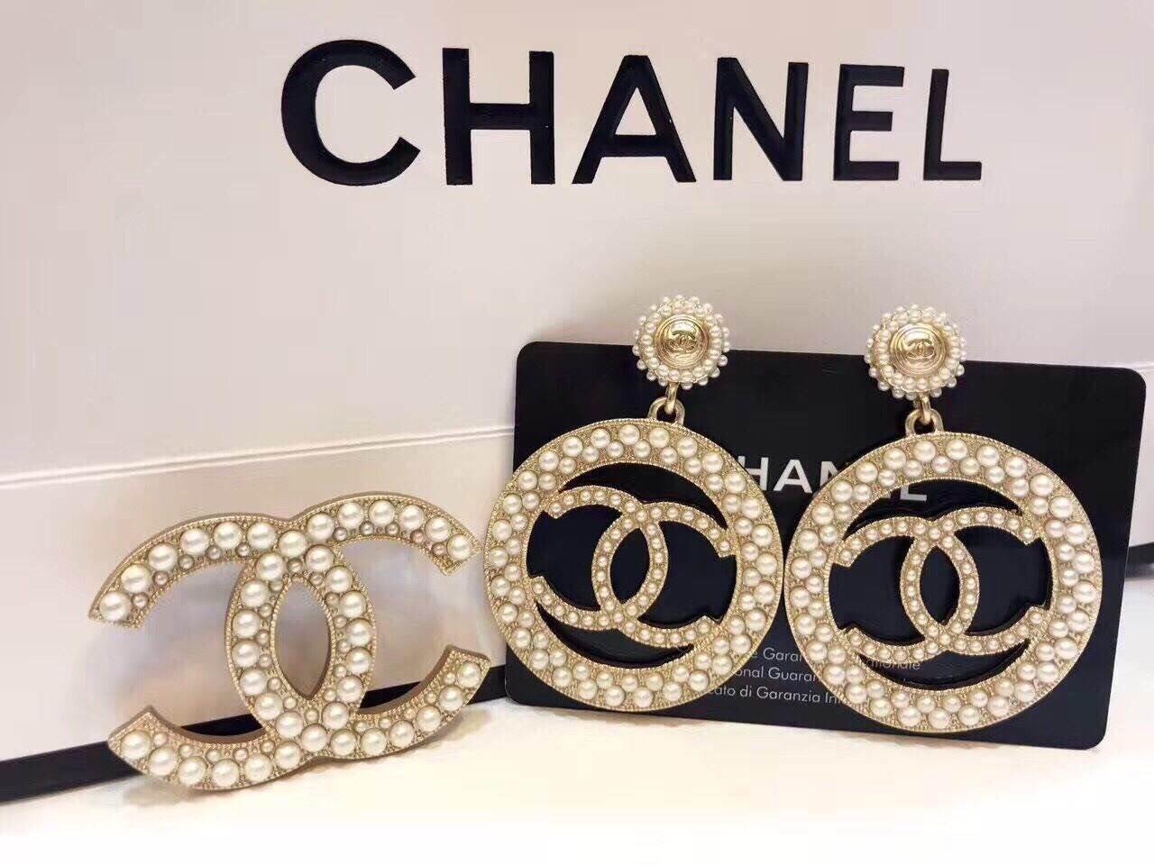 พร้อมส่ง ต่างหู & เข็มกลัด Chanel งานประดับมุก