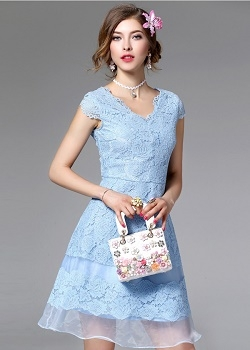 พร้อมส่ง เดรสผ้าลูกไม้ลายดอกไม้สีฟ้า