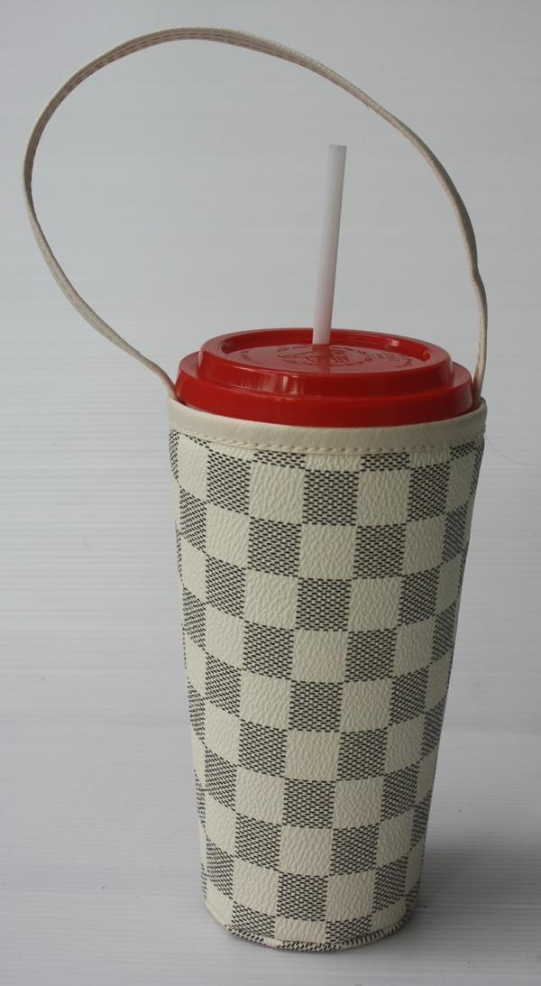 แก้วเก็บความเย็น สะดวกสบายด้วยหูหิ้ว ลาย Louis Vittion ตารางสีขาวเทา เก็บความเย็นได้กว่า 5 ชั่วโมง