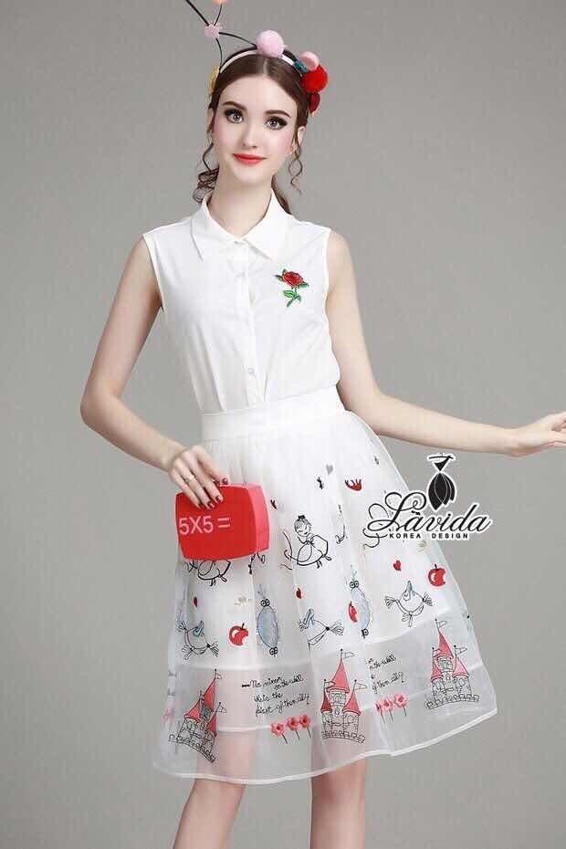 พร้อมส่ง เสื้อสีขาวปักดอกกุหลาบสีแดง