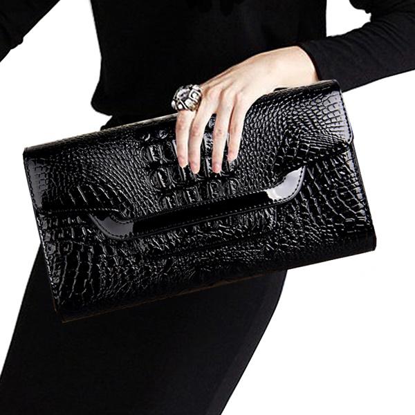 Pre-Order กระเป๋าคลัทช์ปั๊มลายหนังจระเข้ สีดำ กระเป๋าแฟชั่นผู้หญิง เปลี่ยนเป็นกระเป๋าถือออกงานหรูได้ หรือใช้เป็นกระเป๋าสะพายไหล่ได้