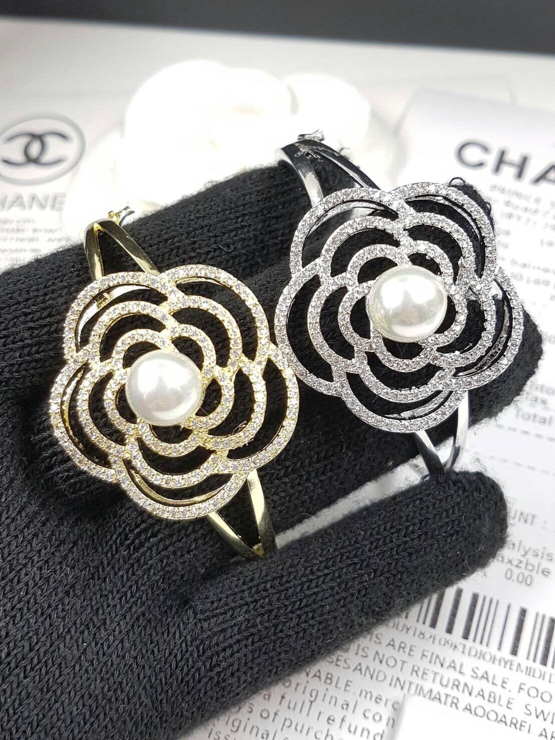 พร้อมส่ง ~ Diamond with Pearl Chanel Bangle