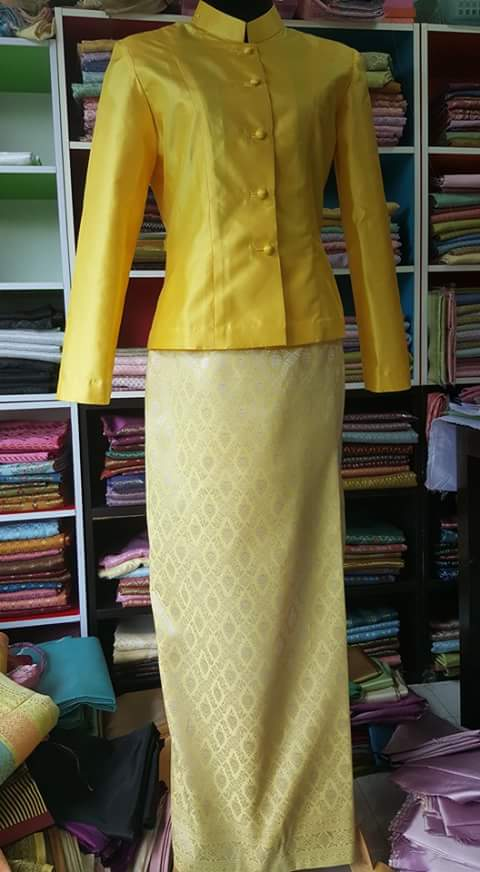 ผ้าไหมสังเคราะห์จัดชุดโทนเหลืองทอง