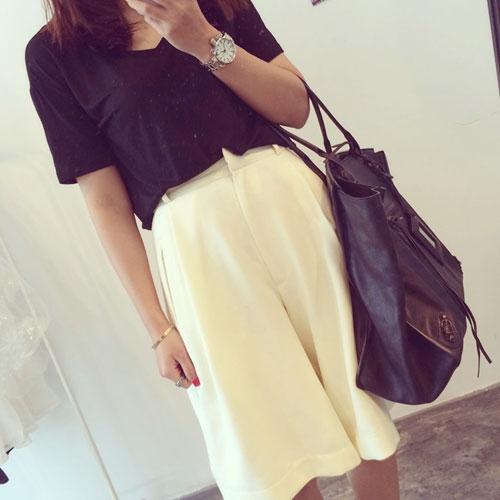 ++สินค้าพร้อมส่งค่ะ++กางเกงขาห้าส่วนเกาหลี ผ้า polyester เนื้อหนา ทรงขากว้าง มี 2 สีค่ะ สี Beige