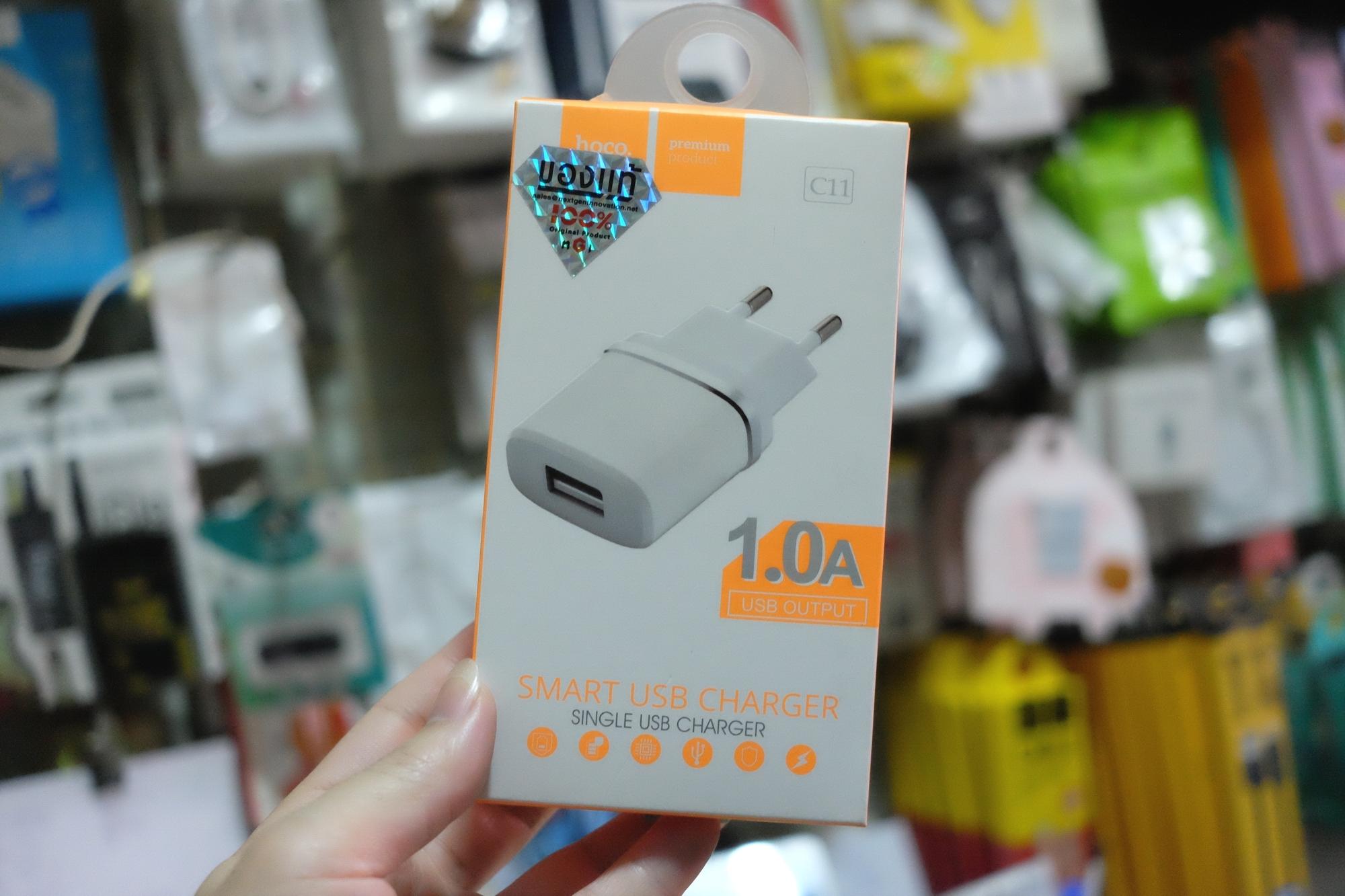HOCO C11 Adapter 1A มีไฟสีฟ้าตรงช่อง USB