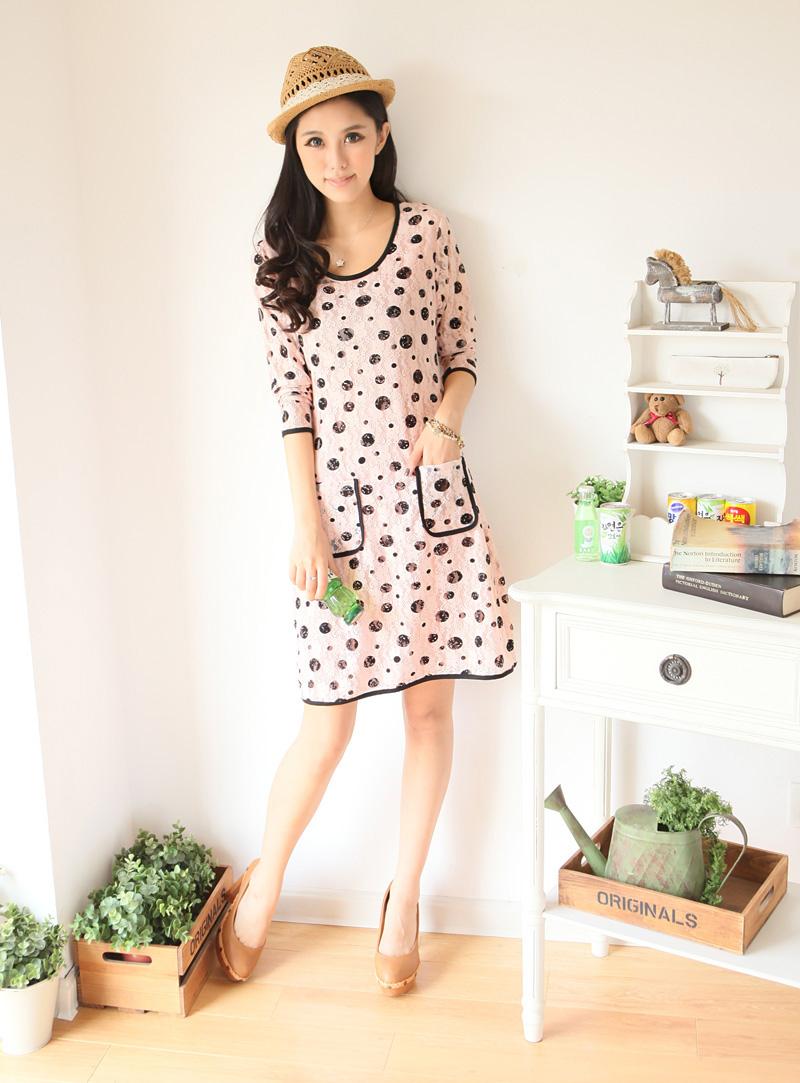 ++เสื้อผ้าไซส์ใหญ่++ Qiaoyi *พร้อมส่ง* ชุดเดรสเกาหลีไซส์ใหญ่ผ้าลูกไม้สีชมพูแขนยาวเนื้อนุ่มแต่งกระเป๋าเดินขอบกุ๊นสีดำมีซับในค่ะ
