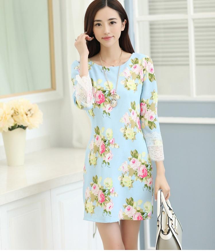 ชุดเดรสเกาหลี ผ้าคอตตอนผสม เนื้อนุ่ม พื้นฟ้า ลายดอกกุหลาบ แขนยาว ปลายแขนเสื้อแต่งผ้าลูกไม้สีขาว
