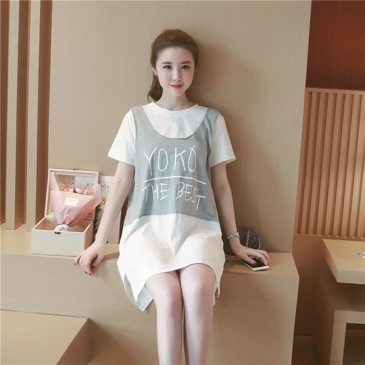 เดรสสั้นทรงเอี้ยมผ้ายีด ท่อนบนสีขาวเย็บติดกับเอี้ยมสีเทาชายกระโปรงต่อผ้าสีขาวผ่าข้าง ผ้านิ่มใส่สบาย น่ารักมากค่ะ