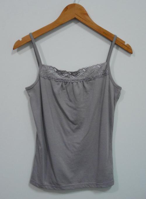 jp4102 เสื้อสายเดี่ยวผ้ายืดสีเทาแต่งผ้าลูกไม้ รอบอก 33-35 นิ้ว